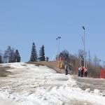 08_Resztki_sniegu_przy_gornej_stacji_wyciagu_narciarskiego